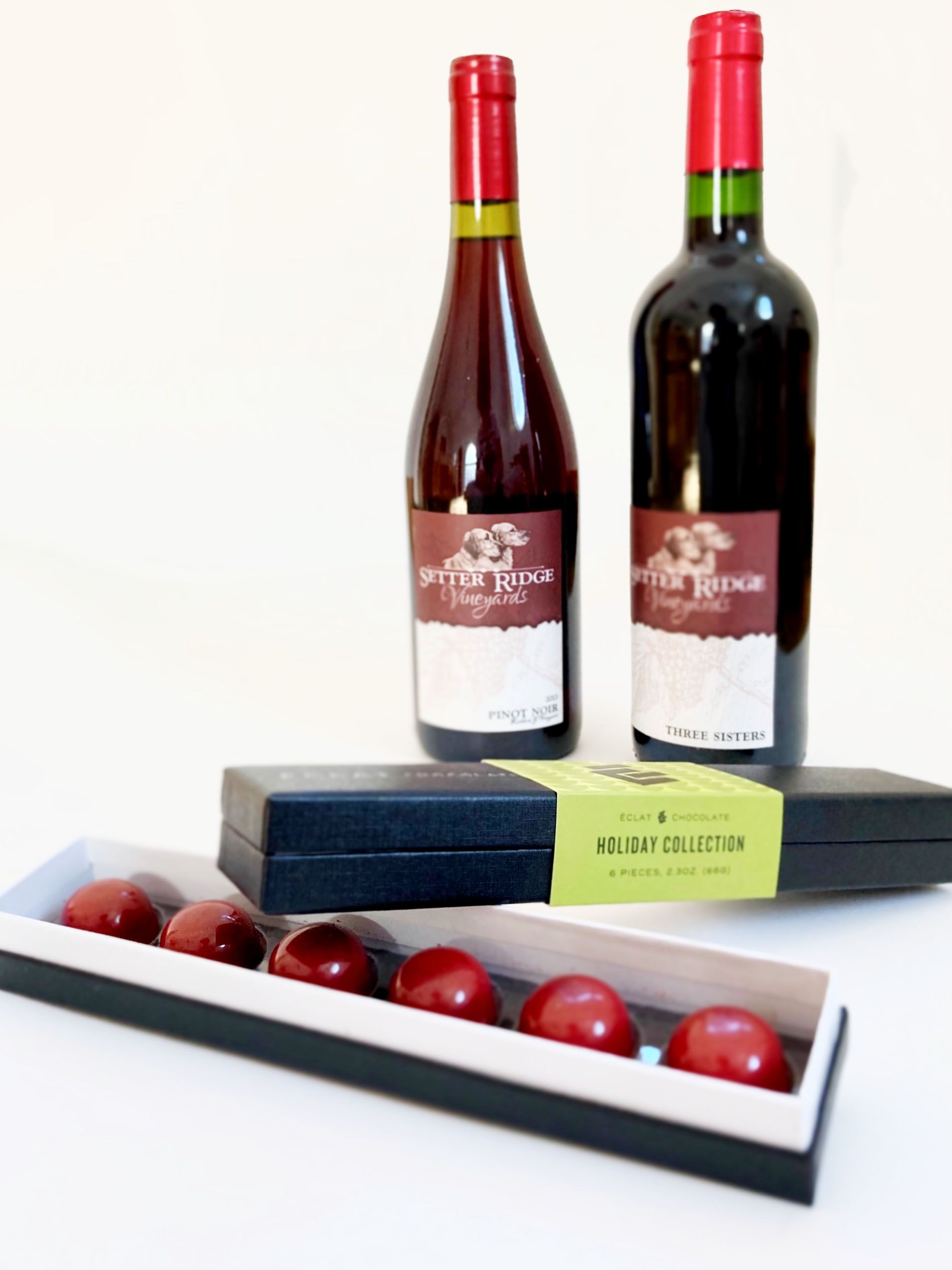 Product Image for 2 Bottle Red Wine & Mulled Wine Bon Bons Gift Set